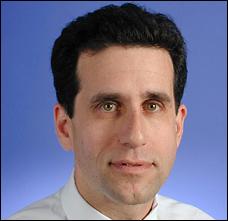 Fred Hiatt, rédacteur de la page éditoriale du Washington Post, qui a publié comme un fait avéré que l'Irak cachait des stocks d'ADM.