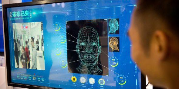 """Le cri d'alarme des experts en intelligence artificielle contre la reconnaissance faciale, """"historiquement dangereuse"""". Par Sam Biddle dans - DROITS 1-41-590x295"""